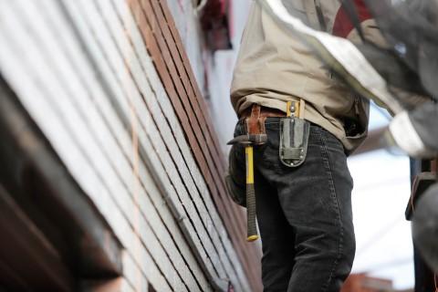 man-building-tools-leeroy (Mobile)